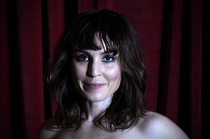 Noomi Rapace stwierdziła, że nie chce dostawać roli dedykowanych jej ze względu na płeć, ciało lub urodę. Pragnie być oceniana jedynie przez wzgląd na artystyczny talent.