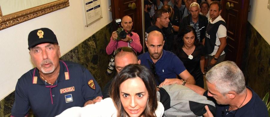 Rodzina imigrantów z Maroka, do której należy dwóch nieletnich sprawców napaści w Rimini miała trzy lata temu opuścić Włochy - ujawniły włoskie media. Władze miasteczka koło Pesaro oferowały rodzinie 20 tysięcy euro za powrót do ojczyzny.