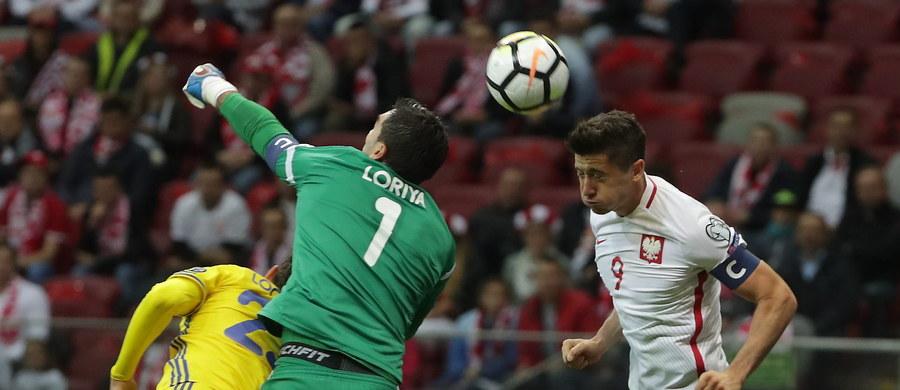 Polska wygrała 3:0 z Kazachstanem w meczu eliminacji piłkarskich mistrzostw świata. Spotkanie rozegrano na PGE Narodowym. Bramki zdobyli Arkadiusz Milik, Kamil Glik i Robert Lewandowski. Sędzia popełnił jednak poważny błąd, ponieważ nie uznał prawidłowo zdobytej w 73. minucie bramki przez Roberta Lewandowskiego. Biało-czerwoni prowadzą w grupie E z trzema punktami przewagi nad Danią oraz Czarnogórą i są blisko awansu na mundial.