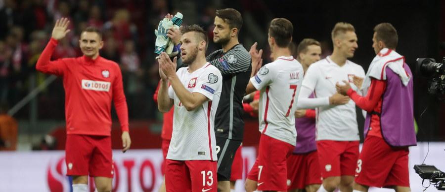 Piłkarska reprezentacja Polski pokonała w Warszawie Kazachstan 3:0 (1:0) w meczu eliminacji mistrzostw świata. Biało-czerwoni wciąż są liderami grupy E z trzema punktami przewagi nad Czarnogórą i Danią. Do końca kwalifikacji pozostały dwie kolejki. Biało-czerwoni są blisko awansu na mundial w Rosji.