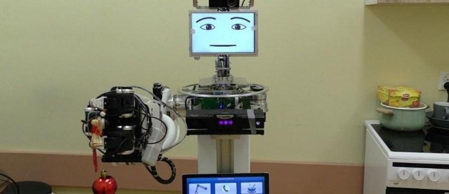 Lubelska Klinika Neurologii Uniwersytetu Medycznego w Lublinie wraz z kilkoma ośrodkami w Europie współtworzy robota, który przynajmniej częściowo odciąży opiekuna osoby chorej na Alzheimera. Prace są już bardzo zaawansowane. Po pierwszych testach w tej chwili inżynierowie wprowadzają poprawki. Pod koniec roku zacznie się faza ostatecznego sprawdzenia.