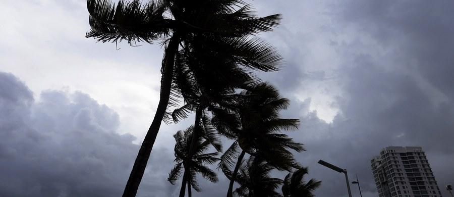 Gubernator Portoryko Ricardo Rossello wprowadził na wyspie stan wyjątkowy. Zmobilizował także Gwardię Narodową przed oczekiwanym atakiem potężnego huraganu Irma, którego prędkość wiatru dochodzi obecnie do 295 km/h.