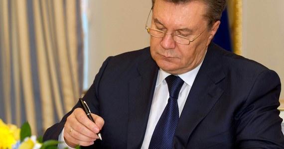 Ukrywający się w Rosji były prezydent Ukrainy Wiktor Janukowycz występuje jako podejrzany w śledztwie o dokonanie przewrotu konstytucyjnego w 2010 roku – oświadczył prokurator generalny Ukrainy Jurij Łucenko.