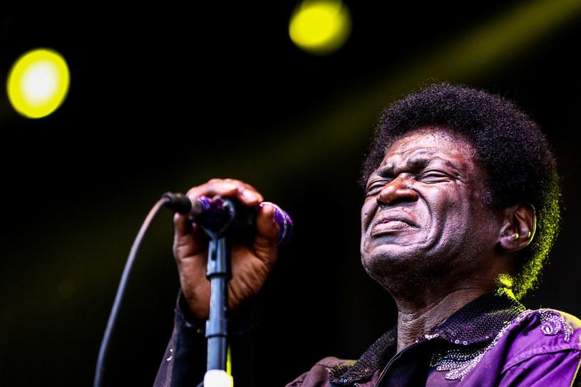 Kolejne kłopoty zdrowotne soulowego wokalisty Charlesa Bradleya. Po pokonaniu nowotworu żołądka, wykryto u niego teraz raka wątroby.