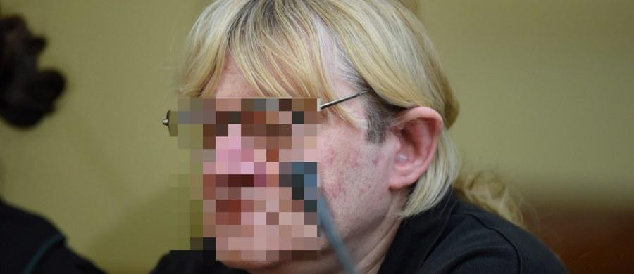 Zarzut posiadania i udostępniania pornografii dziecięcej przedstawiła płocka prokuratura okręgowa Mariuszowi T. Od 2014 r. przebywa on w Krajowym Ośrodku Zapobiegania Zachowaniom Dyssocjalnym w Gostyninie na Mazowszu. Według śledczych, nośniki cyfrowe, które w 2016 r. odkryto u Mariusza T., zawierały treści pornograficzne z udziałem małoletnich w wieku od 15 do 18 lat oraz osób poniżej 15. roku życia.