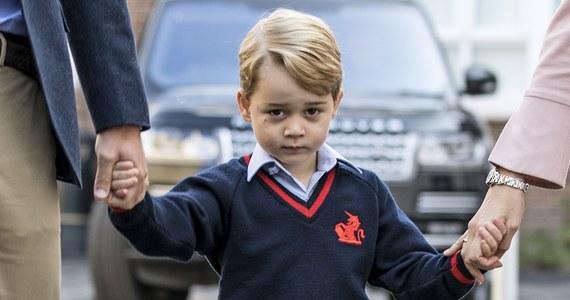 Trzeci w kolejce do brytyjskiego tronu, czteroletni książę George, rozpoczął szkołę. To prywatna placówka w Londynie o nieskazitelnej reputacji. Uczęszczają do niej zarówno chłopcy jak i dziewczynki.