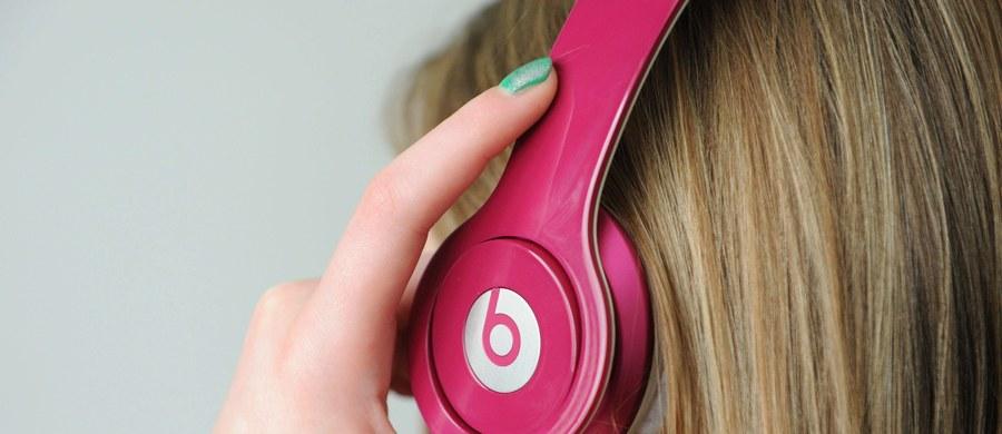 """Chcesz być kreatywny? Słuchaj muzyki. Koniecznie szczęśliwej. Przekonują o tym na łamach czasopisma """"PLOS ONE"""" Simone Ritter z Radboud University w Holandii i Sam Ferguson z University of Technology w Sydney. Wyniki ich badań pokazały, że najlepsze, najbardziej nowatorskie pomysły nie rodzą się w ciszy. Co ciekawe, w trakcie eksperymentów słuchano muzyki klasycznej, wybuch kreatywności wspomagały """"Cztery pory roku"""" Antonia Vivaldiego. Konkretnie - """"Wiosna""""..."""