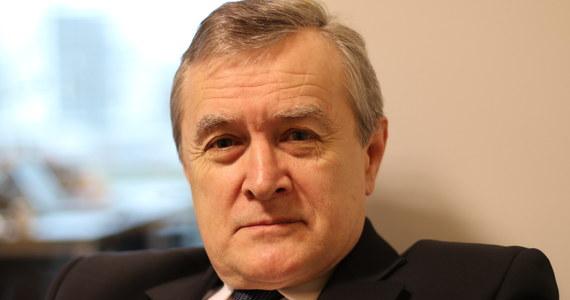 """Zwrócimy się do Parlamentu Europejskiego o zmianę ekspozycji w Domu Historii Europejskiej w Brukseli, bo ona jest bardzo jednostronna i niesprawiedliwa - zapowiedział w TVP wicepremier, minister kultury i dziedzictwa narodowego Piotr Gliński. Jego zdaniem """"w mediach zachodnich"""" dominuje """"opcja stereotypowa, negatywna na temat Polski; czy przypisywanie Polsce różnych, strasznych rzeczy z historii""""."""