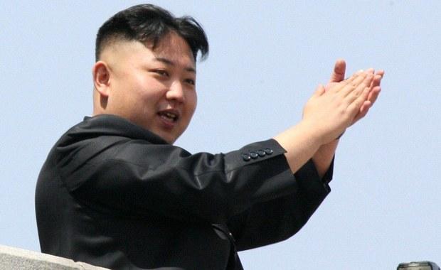 """""""Nie wiemy, czy wobec Korei Północnej sprawdzi się strategia odstraszania. Pjongjang może zrobić błąd w założeniach i nie docenić ewentualnej reakcji USA na atak"""" - powiedział wysokiej rangi przedstawiciel amerykańskiej administracji. Rozmówca Reutera podkreślił w ten sposób, że nie można przewidzieć, czy wobec północnokoreańskiego reżimu sprawdziłaby się zimnowojenna strategia nuklearnego odstraszania."""