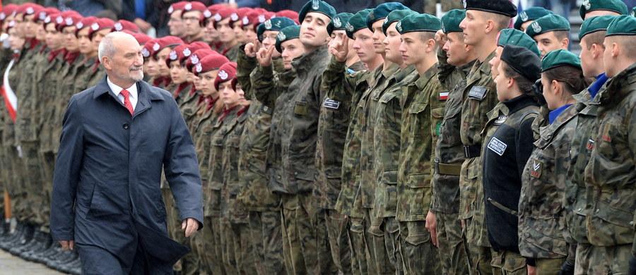 """Tylko osiem śmigłowców bojowego poszukiwania i ratownictwa i tylko dla wojsk specjalnych. W RMF FM szczegóły postępowania na nowe maszyny dla polskiej armii. W czwartek wieczorem Beata Szydło w """"Rozmowie w RMF FM"""" zapowiedziała pilny zakup nowych maszyn dla wojska."""
