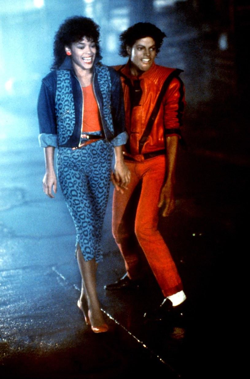 """Ola Ray, która wcieliła się w postać dziewczyny Michaela Jacksona w teledysku """"Thriller"""", zamierza ponownie pozwać rodzinę zmarłego króla popu za niewypłacenie należnych jej wpływów z tantiem w związku z przygotowaniem wersji 3D klipu."""