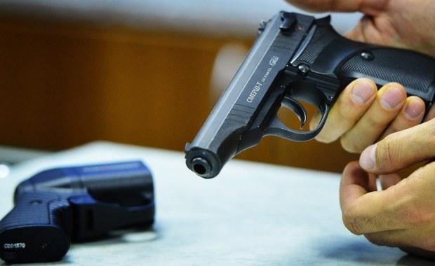 Wnioski o pozwolenia na broń palną będzie można w Finlandii składać przez internet, bez wizyty na posterunku policji. Nie trzeba też będzie przechodzić testów predyspozycji. W piątek prezydent Sauli Niinisto podpisał nowelizację prawa w tym zakresie.