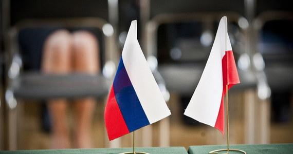 Rzeczniczka MSZ Rosji Maria Zacharowa oświadczyła, że kwestia rosyjskich nieruchomości dyplomatycznych pozostaje sprawą drażliwą w stosunkach z Polską. Dodała, że rozmowy na ten temat trwają, ale są trudne, z powodu rozbieżności w podejściu obu stron.