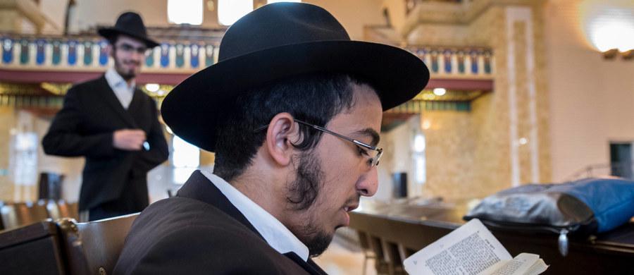 """W pierwszej połowie bieżącego roku w Niemczech wzrosła liczba przestępstw o charakterze antysemickim i antyizraelskim - podał dziennik """"Die Welt"""", powołując się na dane MSW. Większość z nich popełniono z pobudek skrajnie prawicowych, choć zdarzały się też motywy religijne."""