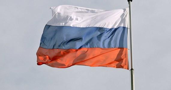 """Ambasada Rosji w Polsce wyraziła """"stanowczy protest"""" ws. wyburzenia mauzoleum na zbiorowym grobie żołnierzy Armii Czerwonej w Trzciance. """"Pod mauzoleum nadal znajdują się groby żołnierzy"""" – podała."""