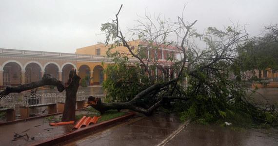 Para Polaków czeka na ewakuację przed huraganem Jose na lotnisku karaibskiej wyspy Saint-Martin. W rozmowie z korespondentem RMF FM Markiem Gładyszem podkreślają, że w podobnej sytuacji jest około tysiąca osób różnej narodowości, głównie Amerykanów. Polacy skontaktowali się z nami na Gorącą Linię RMF FM.