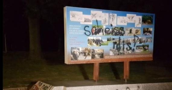 Austriacka policja zatrzymała wandali, którzy sprayem zniszczyli tablicę, przedstawiającą wizualizację mającego powstać pomnika Jana III Sobieskiego na Kahlenbergu. Do dewastacji doszło na kilka dni przed uroczystościami rocznicowymi, związanymi z odsieczą wiedeńską. Wandale namalowali na tablicy wulgarny napis.