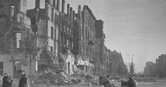 Biuro Analiz Sejmowych skończyło prace nad ekspertyzą dot. możliwości dochodzenia przez Polskę od Niemiec odszkodowań za szkody wyrządzone w trakcie II wojny światowej. O taką analizę wnioskował Arkadiusz Mularczyk z PiS.