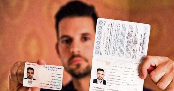 """Ponad 11 000 tysięcy syryjskich paszportów miało wpaść w czasie wojny w Syrii w ręce tak zwanego Państwa Islamskiego. O tym, że terroryści mogli ich użyć, by przemycać do Europy swoich członków, pisze niemiecki dziennik """"Bild am Sonntag""""."""