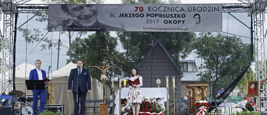 W Suchowoli i Okopach (Podlaskie) odbyły się w sobotę i niedzielę obchody 70. rocznicy urodzin błogosławionego ks. Jerzego Popiełuszki, który pochodził z tych ziem. Podczas niedzielnych uroczystości w Okopach mówiono m.in. o idei powstania w tym miejscu muzeum ks. Popiełuszki.