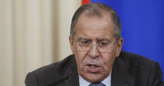 Minister spraw zagranicznych Rosji Siergiej Ławrow zaapelował w niedzielę, podczas spotkania z królem Arabii Saudyjskiej Salmanem, do krajów arabskich o rozwiązanie dyplomatycznego konfliktu z Katarem. Wezwał do odbudowy integralności w Zatoce Perskiej.