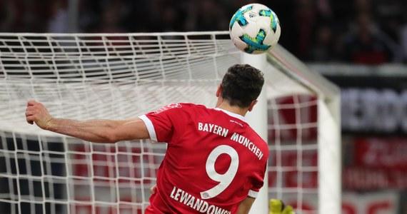 """Przewodniczący zarządu Bayernu Monachium Karl-Heinz Rummenigge skrytykował na łamach dzisiejszego """"Bilda"""" Roberta Lewandowskiego. Chodzi o wywiad Polaka dla najnowszego wydania tygodnika """"Der Spiegel"""", w którym negatywnie wypowiedział się o polityce transferowej klubu. """"Robert jest najwidoczniej poirytowany transferami w Paryżu. Jest zatrudniony u nas jako piłkarz - i dostaje za to bardzo dużo pieniędzy. Przykro mi z powodu jego wypowiedzi"""" - powiedział Rummenigge """"Bildowi""""."""