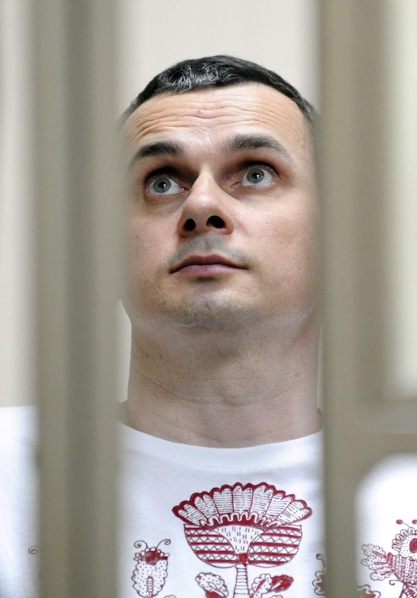 Osądzonego w Rosji ukraińskiego reżysera Olega Sencowa przewieziono z kolonii karnej w Jakucji do Irkucka, gdzie wtrącono go do piwnicznej celi tamtejszego aresztu śledczego - podaje w poniedziałek, 11 września, Radio Swoboda, powołując się na obrońców praw człowieka.