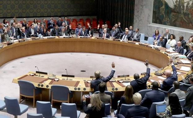 Rada Bezpieczeństwa ONZ przyjęła jednomyślnie rezolucję o nałożeniu dodatkowych sankcji na Koreę Północną. Nowe restrykcje ograniczają m.in. dostawy ropy naftowej do tego kraju.