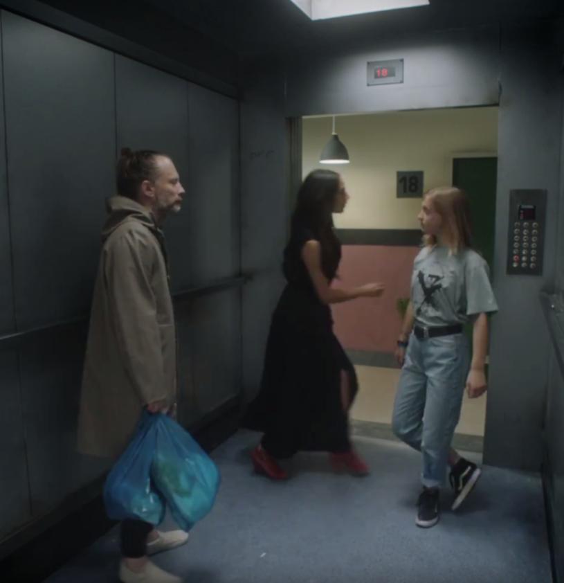 """Poniżej możecie zobaczyć najnowszy teledysk grupy Radiohead, w którym Thom Yorke jeździ windą. Utwór """"Lift"""" pochodzi z płyty """"OKNOTOK"""", specjalnej reedycji albumu """"OK Computer""""."""