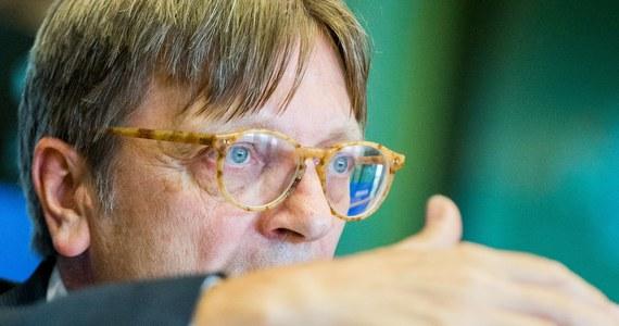 Fiasko zabiegów europejskich liberałów (ALDE, którego szefem jest Guy Verhofstadt), Zielonych i komunistów, którzy szukali dzisiaj poparcia w europarlamencie dla zorganizowania na początku października debaty o Polsce w Parlamencie Europejskim. Na środowym spotkaniu w PE - przygotowującym posiedzenie liderów grup politycznych - nie było większości za podjęciem już teraz takiej decyzji.