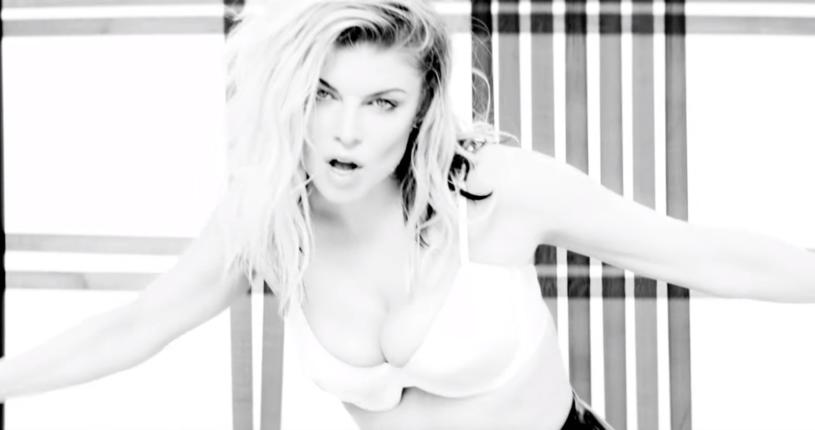 """Poniżej możecie zobaczyć czarno-biały klip """"You Already Know"""" w wykonaniu Fergie i Nicki Minaj."""