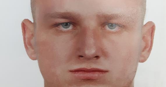 Policjanci z Piekar Śląskich opublikowali portret pamięciowy mężczyzny, który w czerwcu napadł na młodą kobietę. Funkcjonariusze proszą o kontakt wszystkich, którzy rozpoznają napastnika.