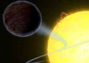 Teleskop Hubble'a dostrzegł planetę czarną, jak asfalt