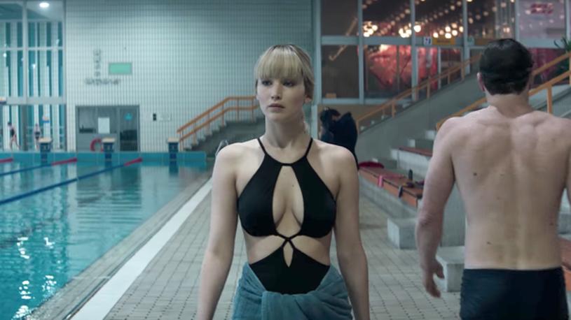 """Jennifer Lawrence wcieliła się w seksowna kusicielkę w szpiegowskim filmie """"Czerwona jaskółka"""", którego pierwszy zwiastun zaprezentowała właśnie wytwórnia Fox."""