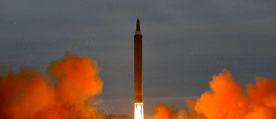 12 dni po szóstej próbie nuklearnej, Korea Północna przeprowadziła kolejną próbę rakietową. Pocisk przeleciał nad północną Japonią i spadł do Pacyfiku - poinformowały armie Korei Południowej i USA.