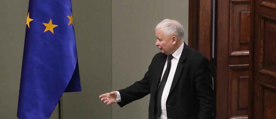 Poprawa komunikacji między parlamentarzystami a rządem oraz planowane zmiany legislacyjne - to główne tematy piątkowego spotkania w Warszawie prezesa PiS Jarosława Kaczyńskiego z parlamentarzystami partii z poszczególnych województw - dowiedziała się nieoficjalnie PAP.