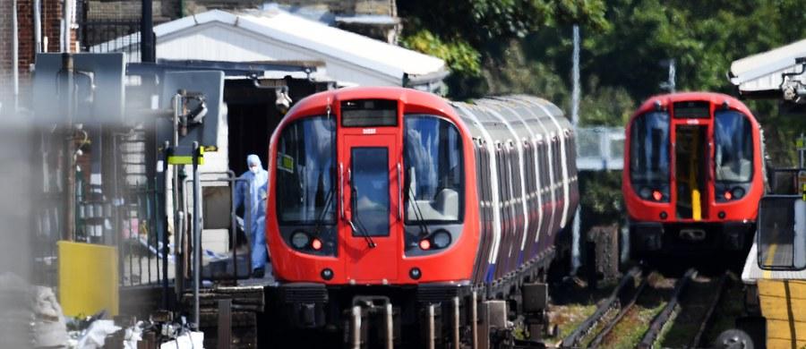 """Brytyjska premier Theresa May poinformowała o podniesieniu poziomu zagrożenia terrorystycznego do najwyższego, """"krytycznego"""". Wcześniej Państwo Islamskie przyznało się do przeprowadzenia porannego zamachu terrorystycznego w londyńskim metrze."""