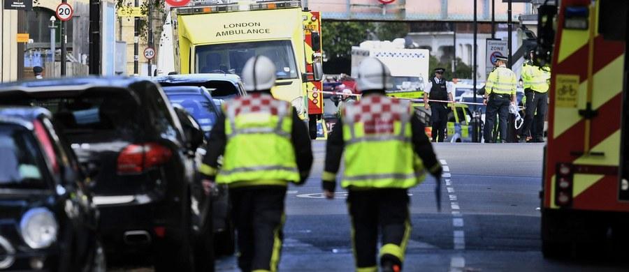 Stacja londyńskiego metra Parsons Green, która od piątku pozostawała zamknięta z powodu zamachu terrorystycznego przeprowadzonego przy pomocy ładunku wybuchowego pozostawionego w wagonie pociągu, została w sobotę otwarta - poinformował operator metra TfL.