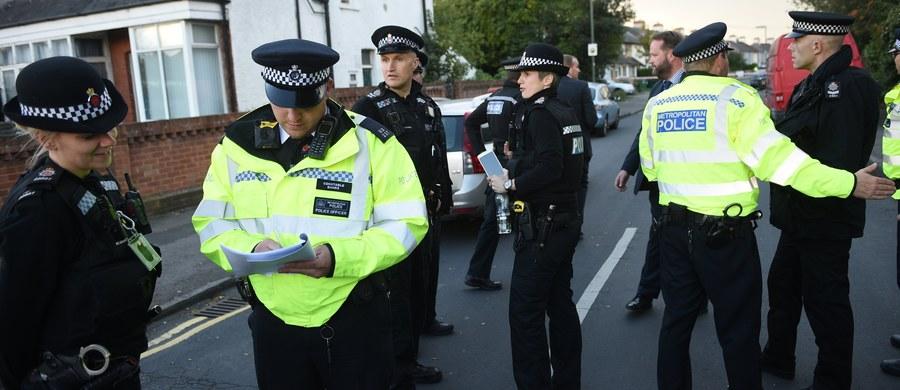 """Brytyjska minister spraw wewnętrznych Amber Rudd poinformowała w niedzielę, że poziom zagrożenia terrorystycznego na terytorium Wielkiej Brytanii obniżono z najwyższego, piątego - """"krytycznego"""", do czwartego - """"poważnego"""". Decyzję podjęło niezależne od rządu Wspólne Centrum Analizy Zagrożenia Terrorystycznego (JTAC)."""