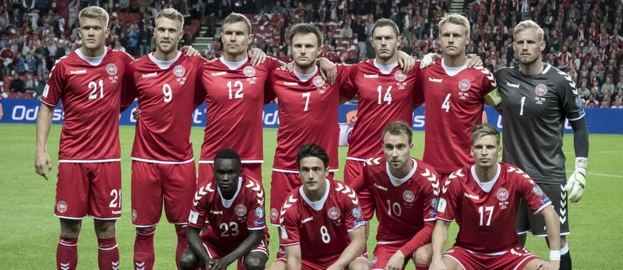 Piłkarze reprezentacji Danii, rywale Polski w eliminacjach mistrzostw świata, zadeklarowali, że podzielą się swoimi zarobkami z koleżankami po fachu, które od miesięcy toczą na tej płaszczyźnie spór z władzami federacji.