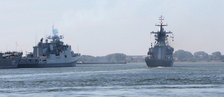 Chińskie i rosyjskie siły morskie rozpoczęły manewry na Dalekim Wschodzie. Jak podała chińska agencja prasowa Xinhua, wspólne rosyjsko-chińskie ćwiczenia odbywają się między Zatoką Piotra Wielkiego, niedaleko Władywostoku, a południową częścią Morza Ochockiego, na północ od Japonii.
