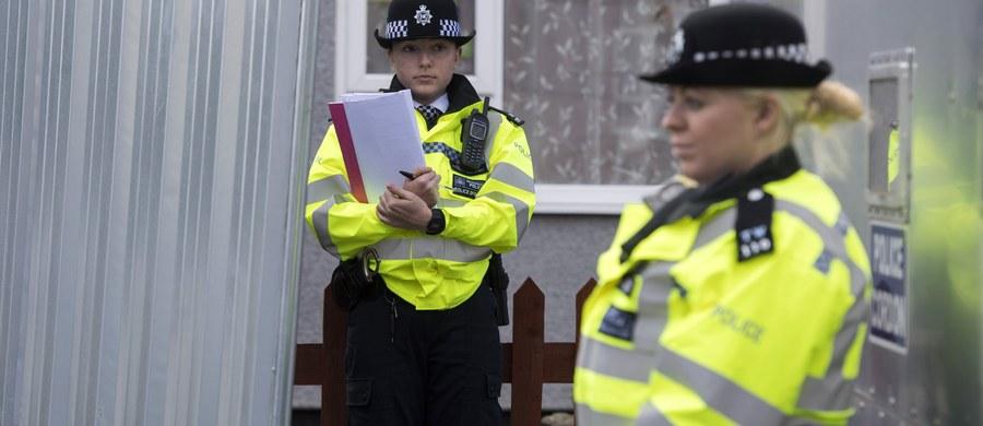 Otwarli swe serca dla ludzi w potrzebie, teraz nie mogą wejść do własnego domu – brytyjskie media piszą o rodzinie zastępczej, u której mieszkał 18-latek podejrzany o podłożenie bomby w londyńskim metrze.