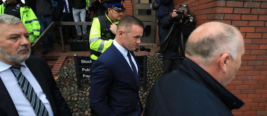 Były kapitan reprezentacji Anglii Wayne Rooney został ukarany przez sąd w Stockport dwuletnim zakazem prowadzenia samochodu. Prawie 32-letni piłkarz Evertonu 1 września został zatrzymany przez policję za jazdę pod wpływem alkoholu.