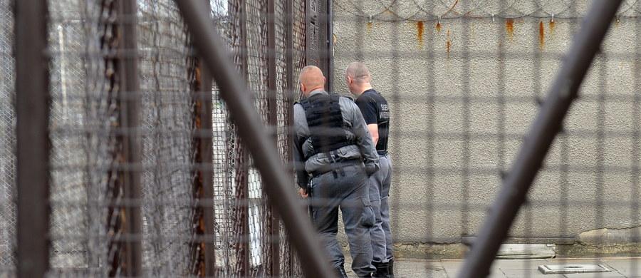 Tour de Prison to nietypowy wyścig kolarski, który zostanie zorganizowany dziś w norweskim Bergen. Na trasie zobaczymy... miejscowych więźniów. To nagroda za to, że osadzeni pomagają organizatorom mistrzostw w przygotowywaniu niezbędnego sprzętu dla wolontariuszy. Wyścig odbędzie się w zakładzie karnym i będzie transmitowany na żywo przez jedną z telewizji.