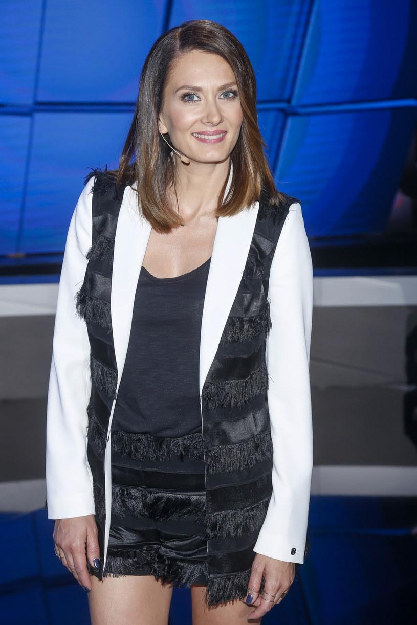 """W 10. sezonie serialu """"Przyjaciółki"""" Anita Sokołowska miała okazję latać helikopterem. """"Tak się darłam, że już następnego dnia nie mogłam mówić"""" - wspomina ekscytujący lot aktorka."""