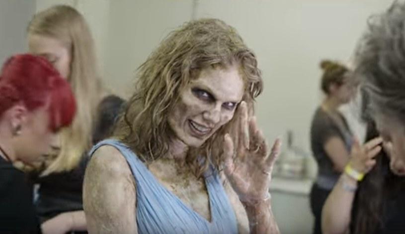 """""""Look What You Made Me Do"""" to pierwszy singel promujący najnowsza płytę Taylor Swift """"Reputation"""". Na kanale amerykańskiej wokalistki w serwisie Youtube pojawiło się nagranie pokazujące kulisy """"transformacji"""" Swift w zombie."""