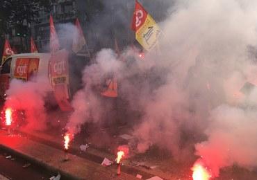 """Kłęby dymu w centrum Paryża! """"Macron, jesteś skończony!"""""""