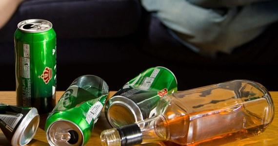 Polacy piją z każdym rokiem coraz więcej alkoholu. Na tle Europy wzrost spożycia alkoholu plasuje Polskę w czołówce - powiedział PAP dyrektor Polskiej Agencji Rozwiązywania Problemów Alkoholowych Krzysztof Brzózka.