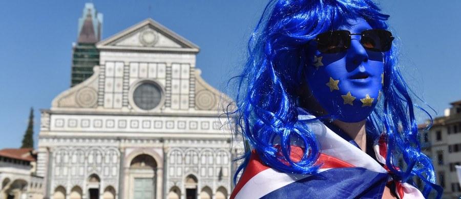 Brytyjska premier Theresa May podkreśliła, że Londyn chce, by po Brexicie obywatele Unii Europejskiej pozostali w Wielkiej Brytanii. Szefowa rządu przemawiała we Florencji, przedstawiając swoją wizję przyszłych relacji Wielkiej Brytanii z Unią Europejską po zaplanowanym na marzec 2019 wyjściu ze Wspólnoty.