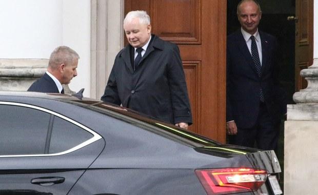 Droga do porozumienia jest otwarta, nie wydaje się, żeby była specjalnie trudna do przebycia - powiedział prezes PiS Jarosław Kaczyński odnosząc się do swojego spotkania z prezydentem Andrzejem Dudą. Dotyczyło ono ustaw o KRS i Sądzie Najwyższym.